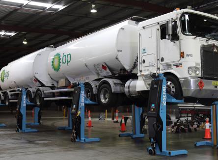 Die Firma SEFAC liegt in Monthermé in den Ardennen und hat sich vor 45 Jahren in der Entwicklung, der Herstellung und der Vermarktung von Hebeanlagen und Wartungs-ausrüstungen für Nutzfahrzeuge spezialisiert
